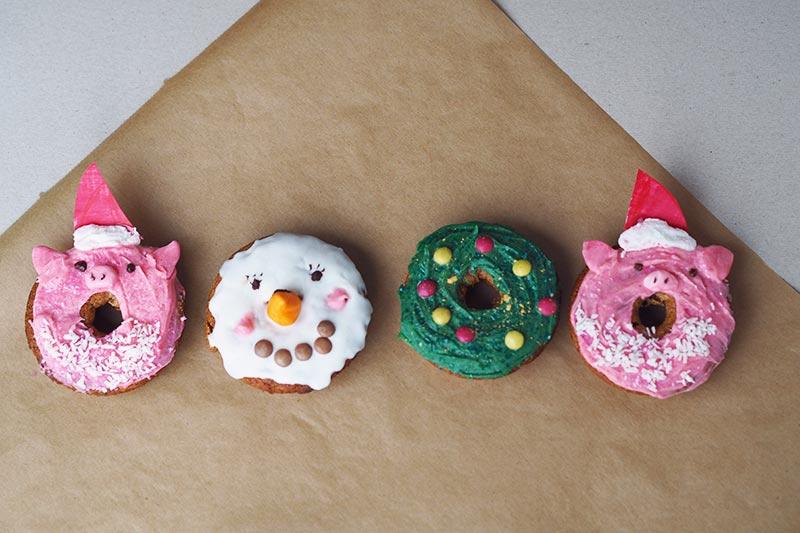 KuneCoco • Rezept für weihnachtliche Donuts • Schwein, Schneemann, Tannenbaum