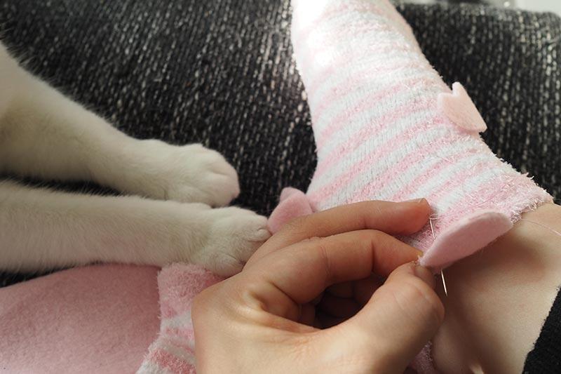 KuneCoco • DIY • Schweinesocken nähen mit Katzen-Aufsicht