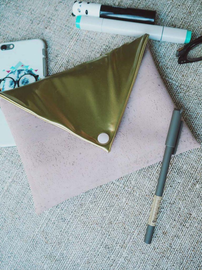 Goldene kleine Tasche
