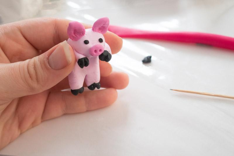 Fast fertiges Schwein aus Fimo